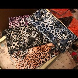 Handbags - 5️⃣ For 💲1️⃣5️⃣ Big Cat Pattern Wallet 🐅